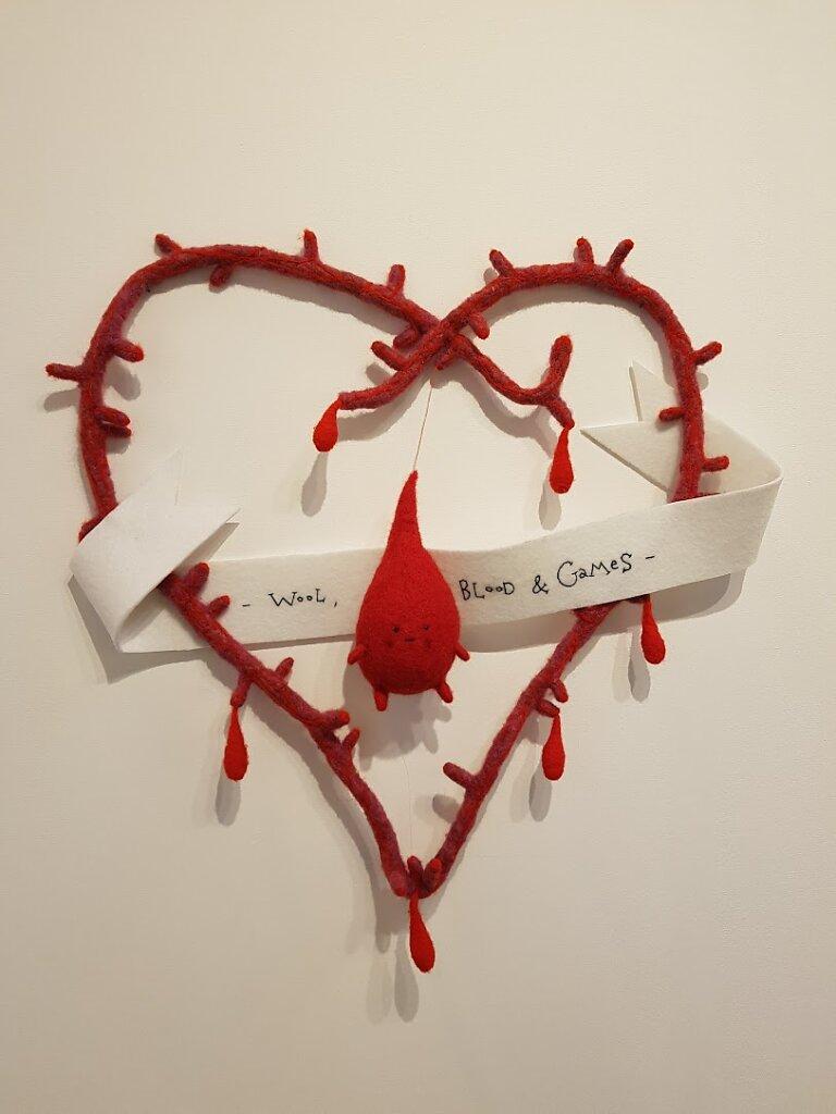 absurde-sang-couronne-coeur.jpg